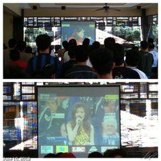 国歌斉唱 フィリピン国歌は起立、アメリカ国歌を歌うフィリピン人の母を持つジェシカには拍手(^o^) #nationalanthem #philippines #usa #boxing #fight #paquiao #フィリピン #ボクシング #マニーパッキャオ