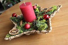 #christmas #centerpiece #handmade #personalizable #candle #christmasball #cinnamon #orange #pinecone #moos Centerpieces, Table Decorations, Pinecone, Christmas Balls, Cinnamon, Candles, Orange, Handmade, Crafts