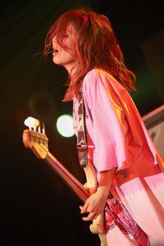 Tomomi Ogawa of Scandal Scandal Japanese Band, Rock And Roll Girl, Heavy Metal Girl, Pop Punk Bands, Guitar Girl, Female Guitarist, Music Mix, Girl Bands, Rock Bands