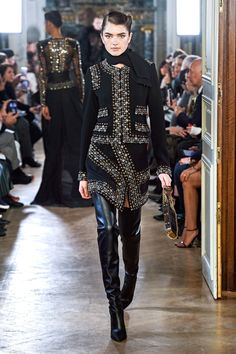 Elie Saab Fall 2019 Ready-to-Wear Collection - Vogue. Look I just like this suit. Style Couture, Couture Fashion, Runway Fashion, Fall Fashion Trends, Fashion Week, Fashion Show, Elie Saab Couture, Elie Saab Bridal, Dolly Fashion