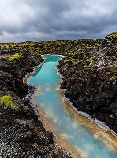 Salut à vous ! Ce premier article sur l'Islande sera consacré à la pointe sud-ouest de l'île, la péninsule de Reykjanes (Reykjanesskagi en islandais). Proche de l'aéroport et de l…