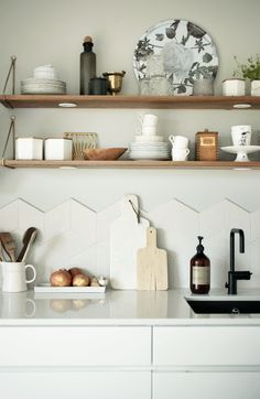 Kitchen with geometric tiles and open shelves. #kitchen #tiles #geometric