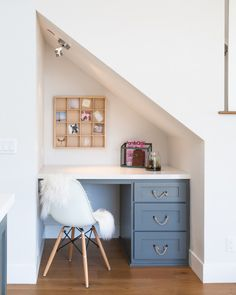 The kitchen features a built-in desk under the stairs. Chair is the World Market White Molded Evie Chairs, Set of 2 – $159.98 – What a find!!! Rope Pulls are by Anthropology. More