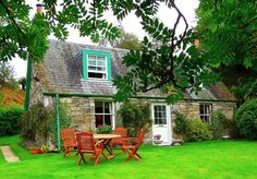 A cottage in Scotland, for maybe a year. English Country Decor, Country Farmhouse Decor, French Country Decorating, Scottish Country Cottages, Pitlochry Scotland, Cottages Scotland, Living Room Decor Country, Good House, Humble Abode