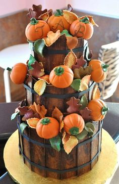If you are planning a fall wedding and maybe you haven't decided what cake to order. Here are great ideas to different kinds of fall wedding cakes. Fall Wedding Desserts, Fall Wedding Cakes, Wedding Ideas, Wedding Stuff, Pretty Cakes, Beautiful Cakes, Amazing Cakes, Haute Cakes, Biscuit