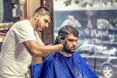 Hair Care Tips. Ideas with regard to great looking hair. Your hair is usually exactly what can certainly define you as a man or woman. To numerous people today it is important to have a fantastic hairstyle. Hair Tips Home Remedies, Best Trimmer, Taper Fade Haircut, Best Barber, Barber Shop, Healthy Hair Tips, Curly Hair Men, Thick Hair, Afro Hair
