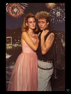Terribly Awkward Prom Photos That Will Make You Cringe