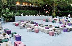 Στήσιµο για πάρτι µε bar, καναπέδες, τραπέζια, σκαµπό και µαξιλάρια σε ποικιλία χρωµάτων που µόνο η StyleΒox διαθέτει!