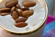 Easy Energy Almond Shake vegan, serves 2 2 cups almond milk or soymilk, vanilla flavor 2 large frozen bananas, ripe 2 Tbsp almond butter cup ice tsp cinnamon garnish: roasted almonds Protein Packed Snacks, Protein Shake Recipes, Protein Shakes, Ice Cream Smoothie, Smoothie Drinks, Detox Drinks, Healthy Smoothies, Healthy Drinks, Vegan Shakes