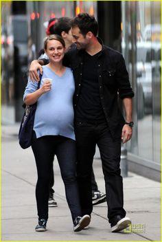Pregnant Natalie Portman (817×1222)