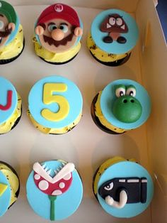 i know exactly how whould die for thoose Super Mario Cupcakes, Super Mario Party, Mario Bros, Super Mario Brothers, Mario Kart, Princess Peach Party, Mario And Princess Peach, Pokemon Birthday Cake, Birthday Cupcakes