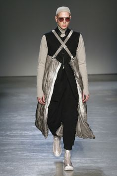 The complete Boris Bidjan Saberi Fall 2018 Menswear fashion show now on Vogue Runway.