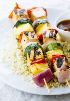 GRILLED TOFU SKEWERS + PINEAPPLE-TERIYAKI SAUCE... Just in time for weekend! Both sweet & savory, these grilled tofu kabobs are quick and easy. Pair with cauliflower rice, or grain of choice. Enjoy...