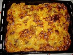 Moussaka - Recipe for a classic Greek oven with potatoes and eggplant . Crispy Potatoes, Roasted Potatoes, Oven Potatoes, Seasoned Potatoes, Moussaka Recipe Potato, Musaka, Macedonian Food, Greek Dishes, Ground Beef