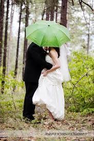 RAINY WEDDING Unique Wedding Poses, Wedding Picture Poses, Wedding Photography Poses, Love Photography, Wedding Portraits, Wedding Ideas, Chic Wedding, Creative Photography, Wedding Inspiration