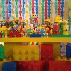 """137 Likes, 10 Comments - Dona Chica Eventos (@donachicaeventos) on Instagram: """"Festa Lego para a 2 Mostra de Festa Infantil.  Decoração Dona Chica Eventos Personalizados.  Peças…"""""""