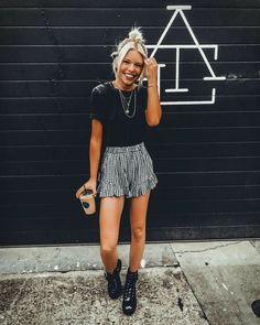 Cute Outfits: 36 Casual Summer Outfits To Update You Wardrobe Th. for summer for women over 40 36 Casual Summer Outfits To Update You Wardrobe This Winter Street Style Outfits, Mode Outfits, Edgy Outfits, Curvy Outfits, Pretty Outfits, Spring Summer Fashion, Spring Outfits, Winter Outfits, Winter Fashion