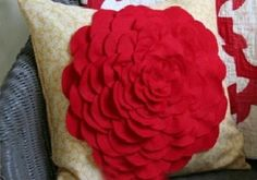 DIY Crafts : DIY make a small pillow decorated with rose petals
