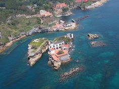 The Island of Gaiola (Isola della Gaiola) looks beautiful and serene. However it has a gloomy history and the  locals feel that the island is jinxed as many past owners of the sole villa on the island had faced misfortunes and/or met with unnatural death. The villa now lies abandoned.