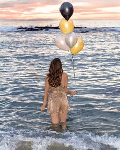 Birthday Photoshoot Ideas Discover Cheers to a New Year - 2020 Birthday At The Beach, 30th Birthday Ideas For Women, Cute Birthday Pictures, Birthday Photos, Debut Photoshoot, Photoshoot Ideas, Victoria Beach, Model Poses Photography, Foto Casual