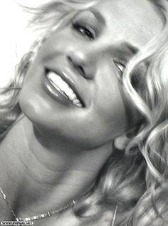 Resultado de imagem para Britney Sheryl Nields People 2003