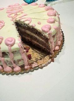 Tort cu crema de mascarpone si frisca :D Tiramisu, Cake, Ethnic Recipes, Desserts, Food, Mascarpone, Pie Cake, Tailgate Desserts, Pastel