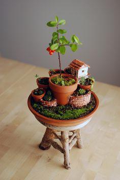 Beautiful mini garden. Seen on: http://guscreations.tumblr.com/post/72753937014/monte-de-macetas-con-cabana-del-jardinero. #miniaturegarden / #GreenDreams