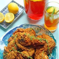 This Sweet tea fried chicken recipe is crunchy, incredibly flavorful and irresistible! Southern sweet tea becomes the perfect brine for a twist on classic fried chicken! Chicken Fried Steak, Fried Chicken Recipes, Chicken Meals, Cube Steak Recipes, Southern Recipes, Southern Food, Southern Dishes, Southern Comfort, Simply Southern