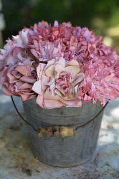 """Magnifiques fleurs en tissu : Une Création """"Grange de charme"""""""