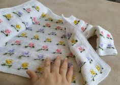 örgü Baby Cardigan Knitting Pattern, Baby Knitting Patterns, Quilt Baby, Knit Baby Dress, Sweater Design, Baby Sweaters, Crochet Projects, Free Pattern, Blanket