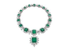 Colar de diamantes e esmeraldas Bvlgari
