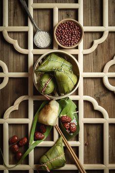 Zongzi Vietnamese Recipes, Asian Recipes, Vegetarian Recipes, Snack Recipes, Moon Cake, Menu Design, Food Presentation, Food Plating, Chinese Food