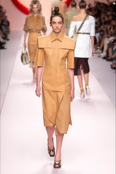 Fendi Spring 2019 Ready-to-Wear Collection - Vogue Women's Runway Fashion, Milan Fashion, Couture Fashion, Spring Fashion, Fashion Trends, High Fashion, Fendi, Fashion Show Collection, Couture Collection