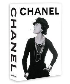 Chanel http://www.vogue.fr/culture/a-lire/diaporama/beaux-livres-de-mode/15580/image/869784#!chanel