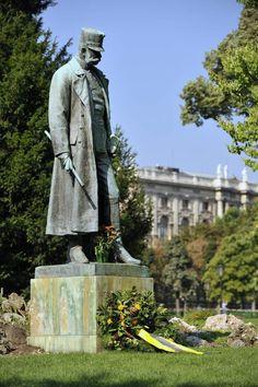 Statue von Kaiser Franz Joseph im Burggarten in der Hofburg, Wien - Reisen Die Habsburger, Salzburg, Joseph, Kaiser Franz, Honeymoon Pictures, Austrian Empire, Heart Of Europe, Austro Hungarian, World War I
