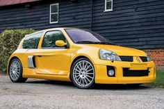 Could this spotless 2005 Renault Clio V6 be the ultimate hot hatch? Why not take a look and see what you think? #ClioV6, #Renault