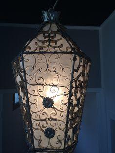 L'un de nos derniers modèles... Lanterne en verre artisanal  de Murano  Châssis en fer forgé fabriqué sur mesure  www.i-lustres.com Les Artisans du Lustre Conception et réalisation artisanale de luminaires de luxe