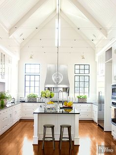 Do you want to decorate your modern farmhouse? When you want to make a modern farmhouse kitchen, I suggest you know the best way to make it. It will help you to decorate your farmhouse kitchen easier. Modern Farmhouse Kitchens, Farmhouse Kitchen Decor, Home Kitchens, Farmhouse Style, Cottage Farmhouse, Farmhouse Lighting, Kitchen Lighting, Rustic Farmhouse, White Cottage