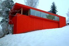 La Casa Roja, situada cerca de Oslo, Noruega / JVA