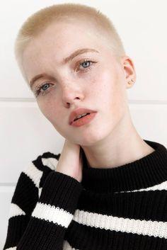 Modelos com cabelos raspados são as novas queridinhas do mundo fashion - Vida & Estilo - Estadão