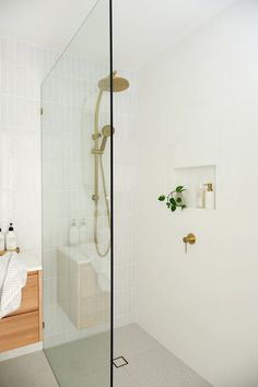 Useful Walk-in Shower Design Ideas For Smaller Bathrooms – Home Dcorz Diy Bathroom Remodel, Shower Remodel, Bathroom Renos, Bathroom Renovations, Home Remodeling, Restroom Remodel, Bathroom Ideas, Bathroom Closet, Bathroom Showers