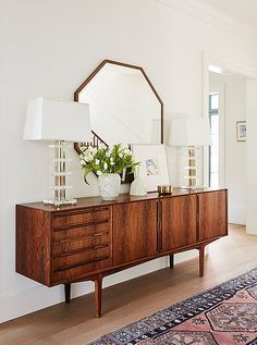 You need to see jewelry designer Jennifer Meyer's midcentury-modern-meets-bohemian home renovation courtesy of One Kings Lane—the result is a cozy and inviting space speckled with California style and feminine touches. This credenza and mirror combo make Retro Interior Design, Interior Design Minimalist, Interior Modern, Minimalist Bedroom, Scandinavian Interior, Mid Century Interior Design, Mid Century Design, Coastal Interior, American Interior