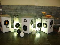 mesa para comidas Mais Disco Party, 70s Party, Retro Party, Moms 50th Birthday, My Husband Birthday, 21st Birthday Decorations, Birthday Party Themes, Festa Rock Roll, Rockstar Party