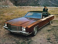 Chevrolet Monte Carlo (1971). My grandparents had one like this, in blue.