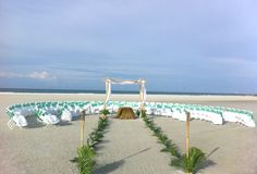 beach wedding -half circle seating arrangement