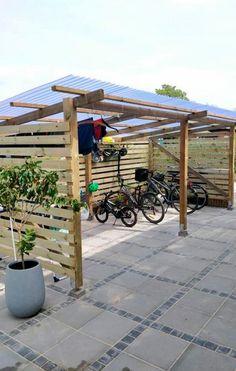 Cykelskur: Parker din cykel i tørvejr Outdoor Bike Storage, Outdoor Firewood Rack, Outdoor Projects, Garden Projects, Bike Shelter, Carport Designs, Building A Pergola, Backyard Bar, Bike Shed