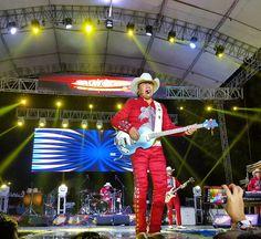 """#ConElTiempoAprendi """"Que No Quede Huella Que No"""" El Gigante de America en @lafieraveracruz  #Veracruz #mexico  #concert #music  #texmex #concierto #clasicos #night #red #picoftheday  #trip #like #sounds #good #dance #bronco #jarochilandia"""