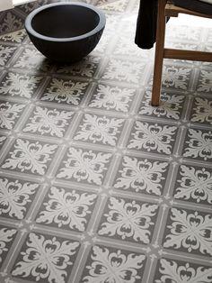 Våtrumsmatta Tarkett Aquarelle Designgolv Istanbul Medium Grey - Lilly is Love Machuca Tiles, Bathroom Floor Tiles, Tile Floor, Grey Tiles, Tiling, Istanbul, Black And White Interior, Black White, House Tiles