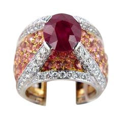 Vintage #CHANEL 9 carat Ruby, Diamond & Gold Platinum Ring
