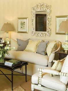 small living room decorating ideas,  http://niagaranovice.blogspot.com/2011/11/small-living-room-decorating-ideas.html#